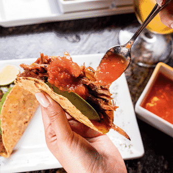 Taquitos y otras delicias en Mochomos Metepec Reservándonos